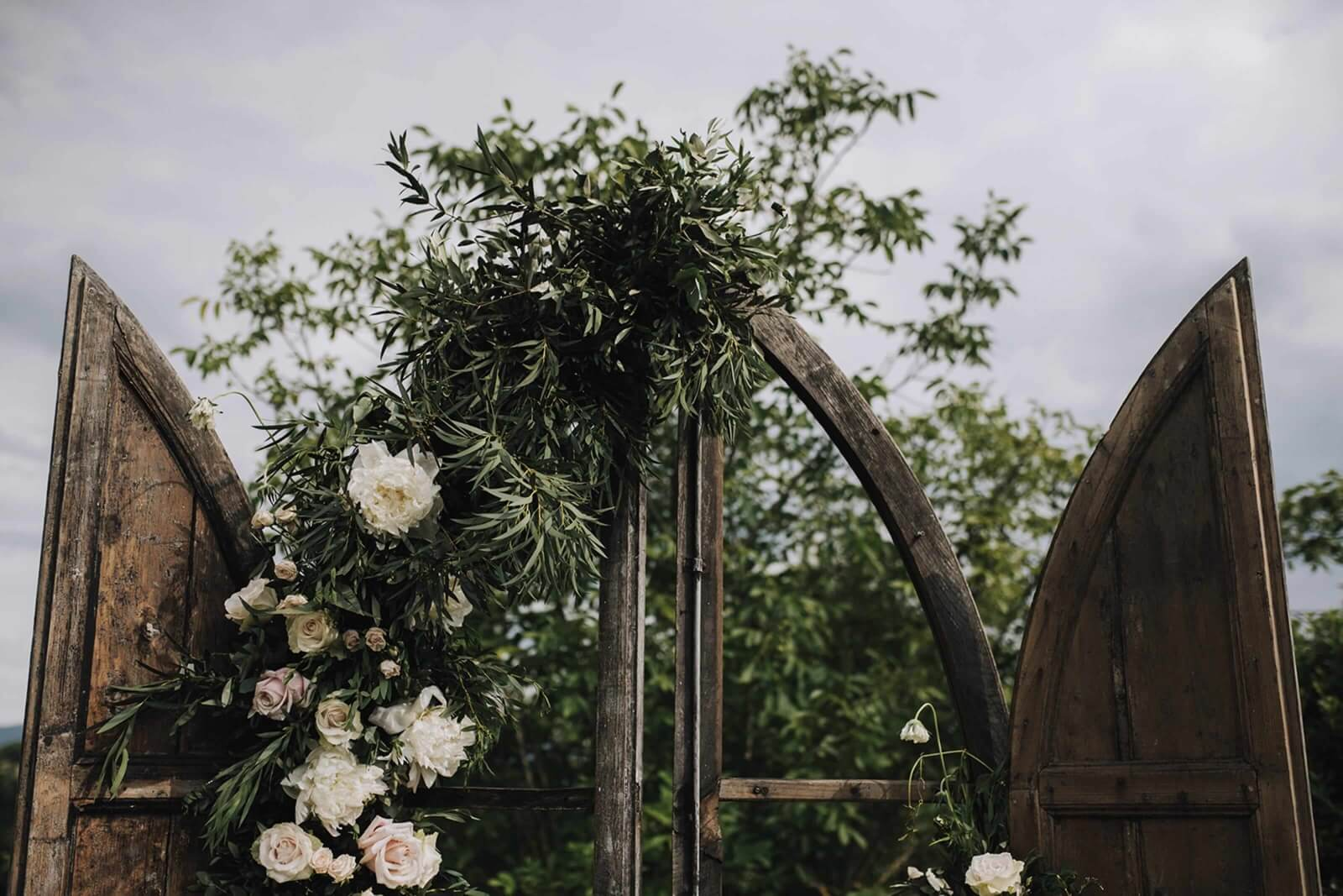 Destination Wedding in an ancient hamlet in Casentino, Tuscany. Olivia Sodi Professional Wedding Planner & Designer in Tuscany, Florence, Siena, Chianti, Val d'Orcia.