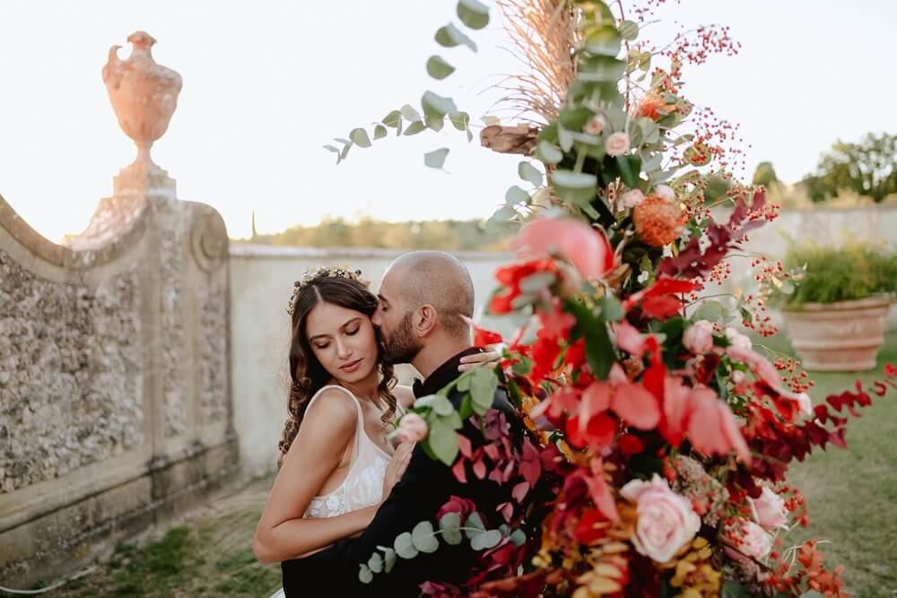 Styled photo shoot. Photo: Francesco Spighi, Concept+Planning : Olivia Sodi, Venue: Villa Medicea di Lilliano, Decor+Setting+Banqueting: Desinare, Florals: Variete', Dress & hair jewel Oui Cherie, Suit: Montezemolo, Hair&MakeUp: Pistolesi Group, Stationery: Grace Art Market, Cake: Sugar and Spice, Models: Irene Falla, Nicola Miracoli